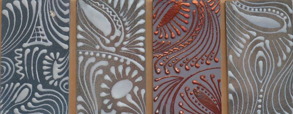 """На фото: зразки декоративних плиток, створених у """"Софійській гончарні"""""""