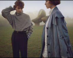 Скульптурна виставка Генрі Мура як частина модного показу Burberry