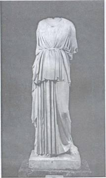 Статуя Афіни Ермітажної збірки, з якою в 30-х роках професор О. Ф. Вольдгауер зняв неправильні доповнення