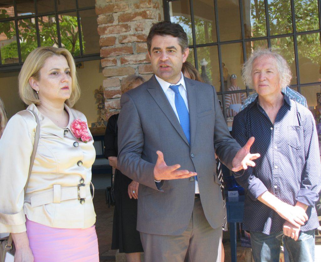 Справа наліво: Михайло Щиголь, Надзвичайний і Повноважний Посол України в Чехії Євген Перебийніс із дружиною Ольгою на урочистому відкритті музею