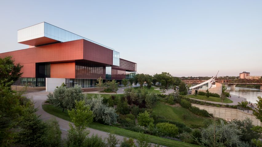 remai-modern-saskatoon-saskatchewan-kpmb-gallery-museum-canada_dezeen_hero-a-852x479