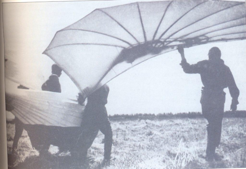 В.Є. Татлін. Початок літніх випробувань Літатліна. 1932. Фотографія.