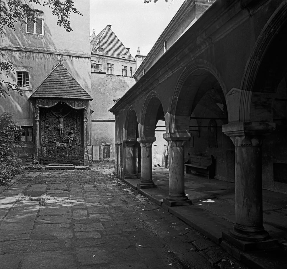 Подвір`я Вірменського собору